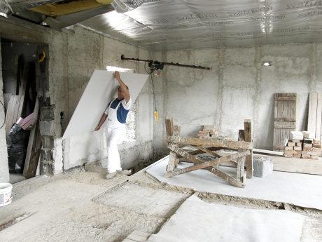 Univerzální stavební deska RigiStabil je ideální stavební materiál pro rekonstrukce. Pevný, odolný, snadno manipulovatelný a s vysokou únosností.