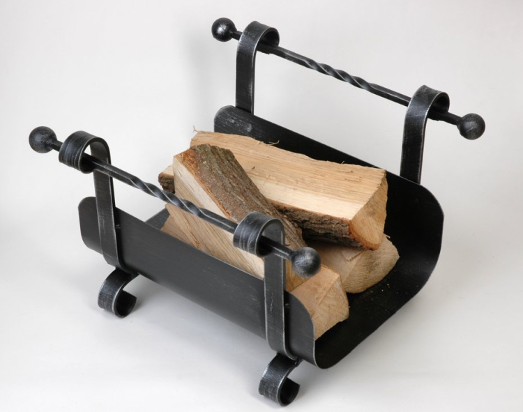 kovaný koš na dřevo