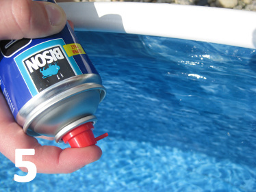Jak vyčistit stěny bazénu