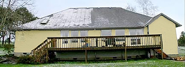 polovina domu s izolací Chytrou pěnou a polovina domu s izolací minerální vatou