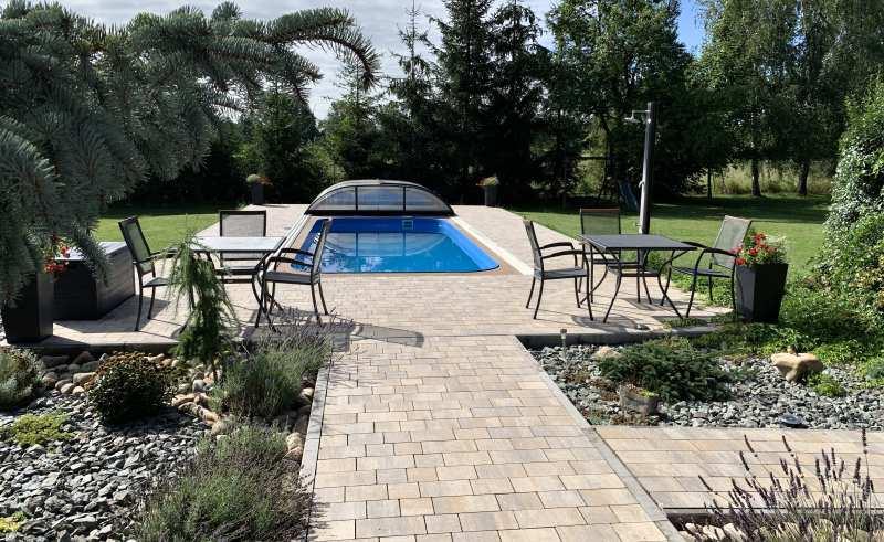 Semmelrock - dlažba kolem bazénu