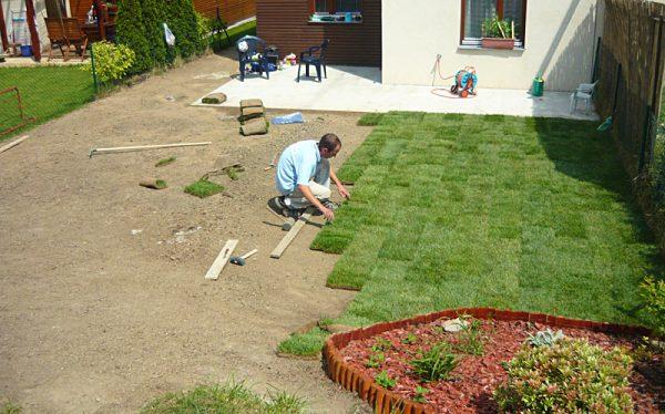 Jak položit travní koberec